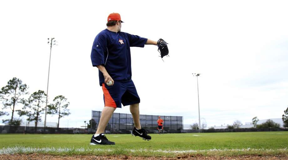 Pitcher Matt Albers throws during a light workout on the field as pitchers and catchers reported to spring training. Photo: Karen Warren, Houston Chronicle