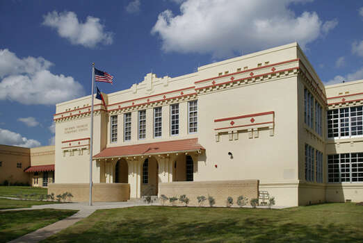 Marmon Mok cut its teeth on educational design and continues to thrive in it. A 71,000-square-foot addition to Benjamin Franklin Elementary won a Historic Preservation Award from the San Antonio Conservation Society. Photo: Mark Langford, Courtesy Marmon Mok / © 2004 Mark Langford