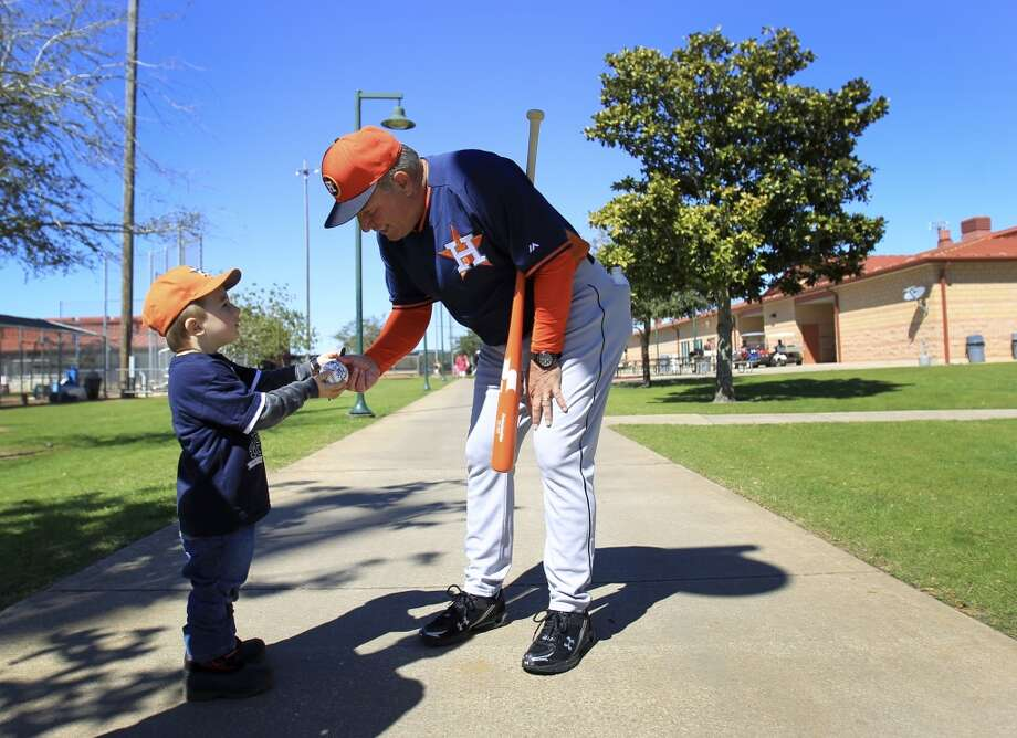 Astros bench coach Dave Trembley hands four-year-old Wyatt Norton a ball. Photo: Karen Warren, Houston Chronicle