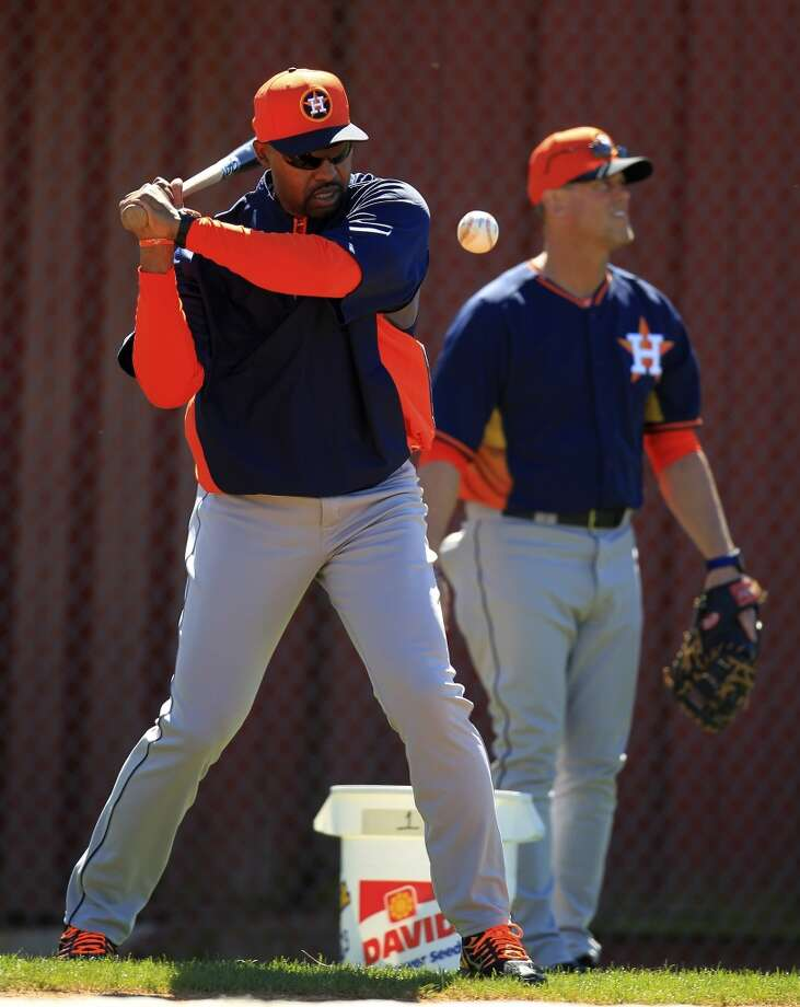 Astros manager Bo Porter hits balls into the infield during workouts for early-arriving position players. Photo: Karen Warren, Houston Chronicle