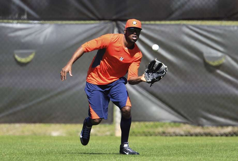 Dexter Fowler catches a ball in the outfield during workouts for early-arriving position players. Photo: Karen Warren, Houston Chronicle