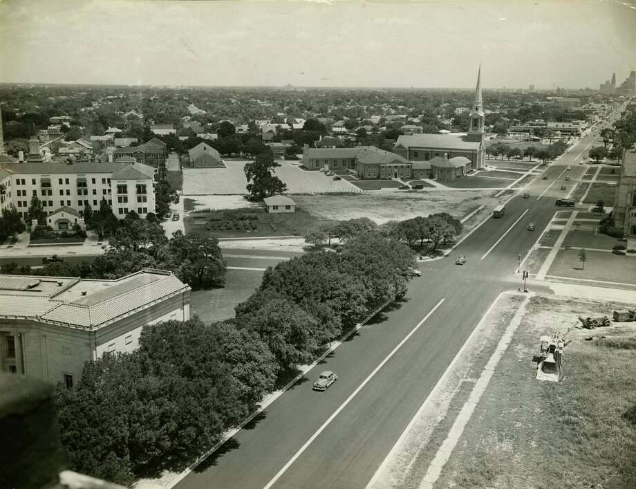 First Presbyterian Church can be seen in this view up Main Street from the Warwick Hotel in this undated photo. What's now the Museum of Fine Arts, Houston can be seen in the foreground. Photo: Houston Chronicle Photo, Houston Chronicle File Photo