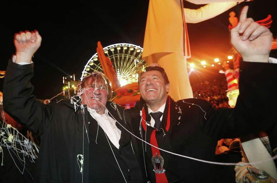 French actor Gerard Depardieu (L) and Nice's mayor Christian Estrosi attend the Nice Carnival parade on February 14, 2014 in Nice, southeastern France. The Carnival starts on February 14 and will last until March 4, 2014. Photo: VALERY HACHE, Getty Images / 2014 AFP
