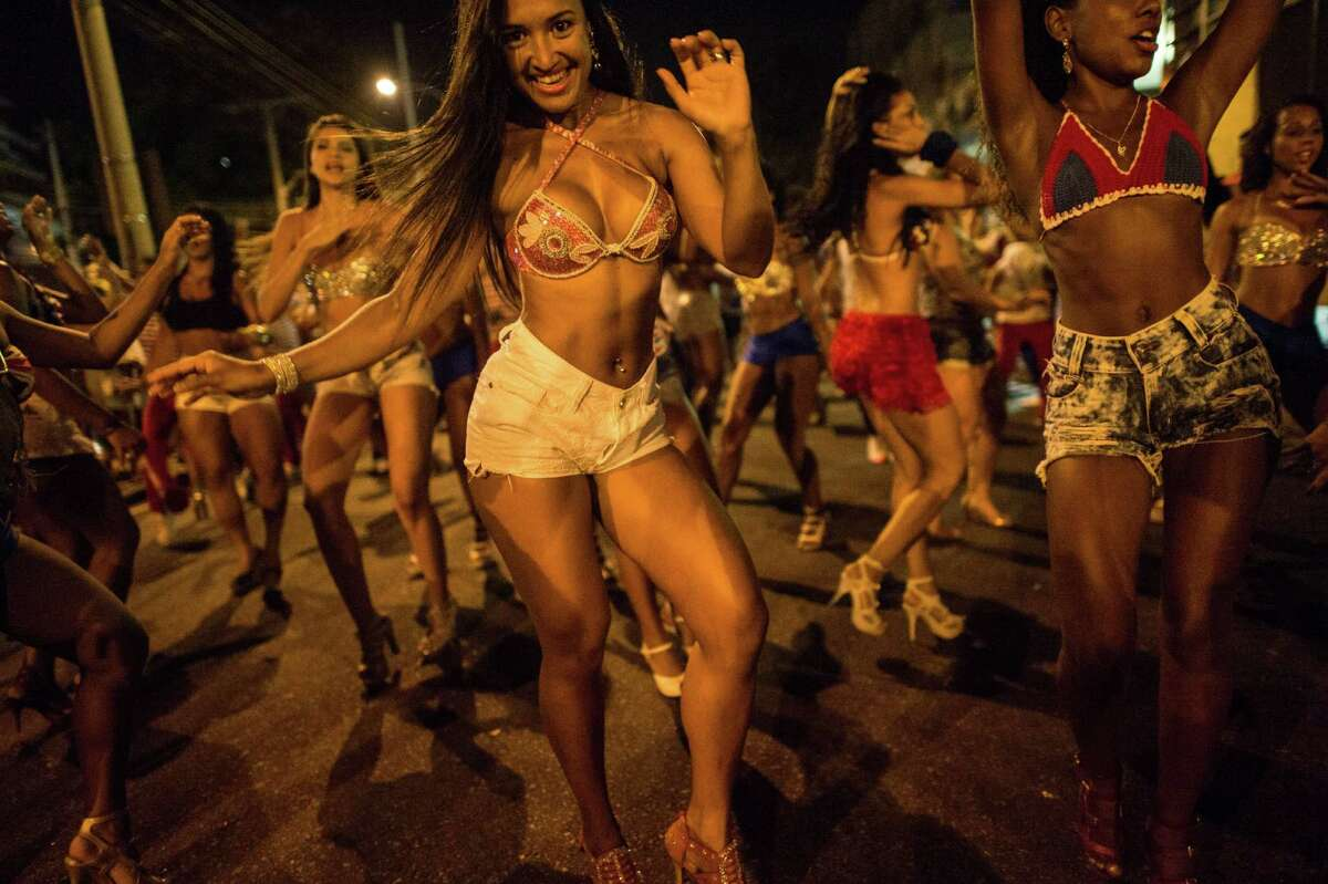 Dancers of Uniao da Ilha do Governador samba school perform during their rehearsal on a street in Rio de Janeiro, Brazil on Februrary 12, 2014. Rio's carnival will be held on March 2 and 3, 2014.