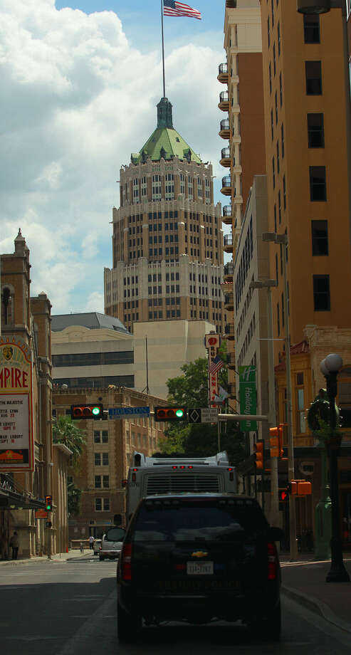 Bringing more residential, retail and commercial development downtown takes time, disciplined and quality planning and tenacity, guest columnist Pat DiGiovanni writes. Photo: Express-News File Photo / ©San Antonio Express-News/Photo may be sold to the public