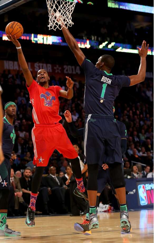 Kevin Durant #35 of the Thunder takes a shot as Chris Bosh #1 of the Heat defends. Photo: Ronald Martinez, Getty Images