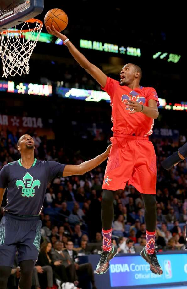 Kevin Durant #35 of the Thunder heads for the net as Chris Bosh #1 of the Heat defends. Photo: Ronald Martinez, Getty Images