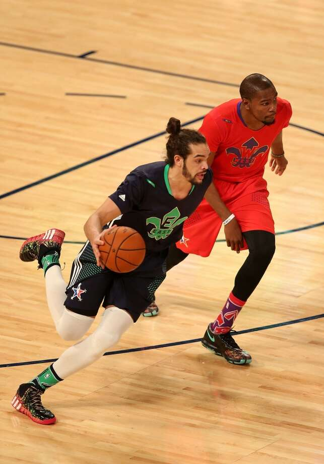Joakim Noah #13 of the Bulls drives past Kevin Durant #35 of the Thunder. Photo: Christian Petersen, Getty Images
