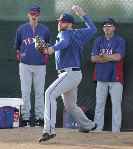 Tommy Hanson works out Sunday after Rangers pitchers and catchers reported to spring training. Photo: Ron T. Ennis / Fort Worth Star-Telegram / Fort Worth Star-Telegram