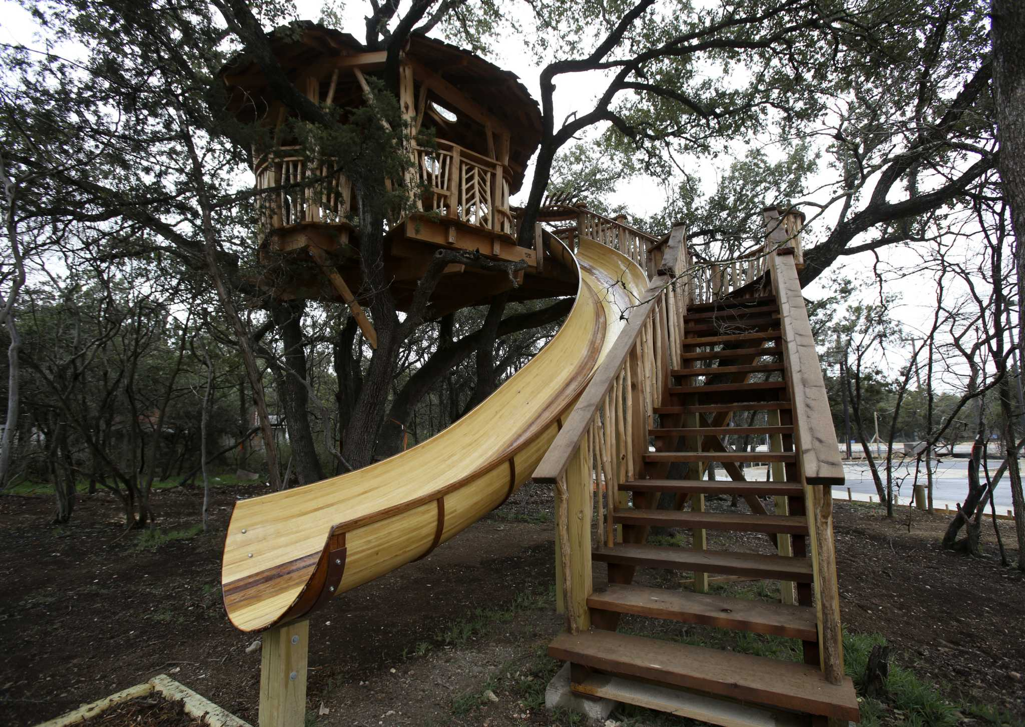 treehouse designs reach new heights san antonio express news. Black Bedroom Furniture Sets. Home Design Ideas