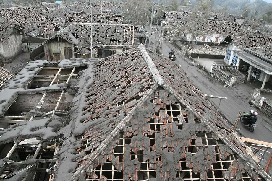Shingle disintegrator:Heavy volcanic ash fall damaged the rooftop of nearly every house in Malang, East Java. The eruption of Mount Kelud Volcano on Thursday killed four people and forced mass evacuations. Photo: Aman Rochman, AFP/Getty Images