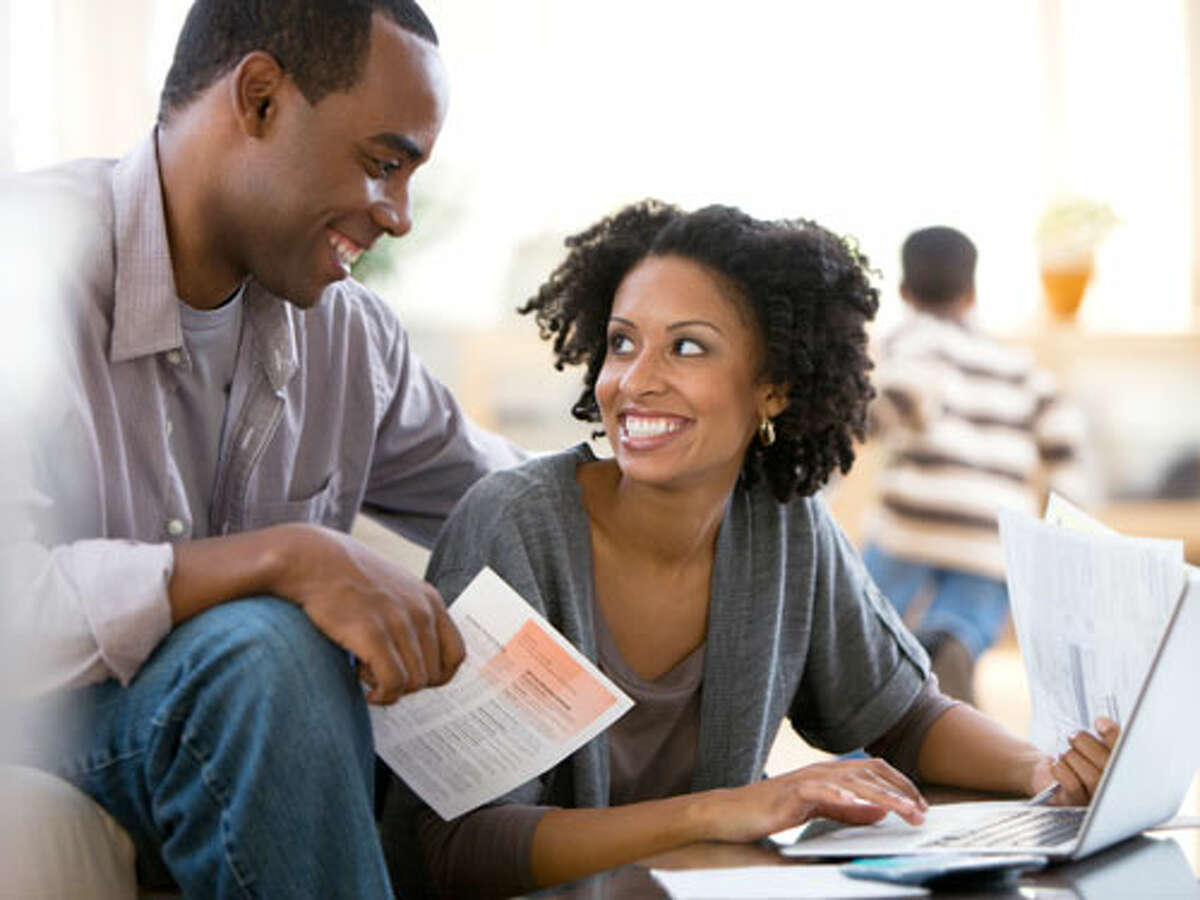 Here are a few tips that may help when dealing with money issues in a relationship. 1. Have regular, honest and open conversations about finances . Do it at a time and place where you are both calm - not when you're paying bills or have just returned from a shopping spree. It doesn't have to be a summit meeting. It can be something as simple as noting that since you turned down the thermostat, the heating bill is $30 bucks lower or musing about what you'd do if you won the lottery. The key is to get the conversation started on a positive note.