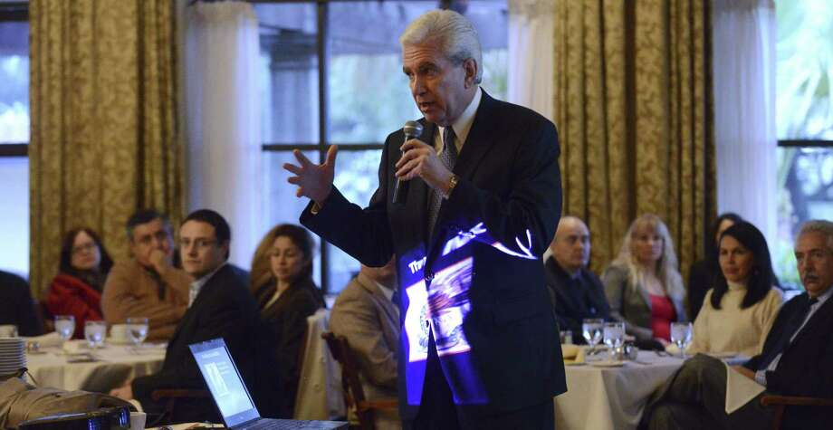 Raúl Rodríguez-Barocio, Benson chair of banking and finance at the University of the Incarnate Word, told Mexican entrepreneurs that Mexico has missed out on the shale gas revolution. Photo: Billy Calzada / San Antonio Express-News / Billy Calzada