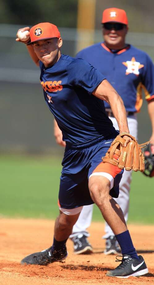 Carlos Correa takes grounders during workouts for early-arriving position players. Photo: Karen Warren, Houston Chronicle