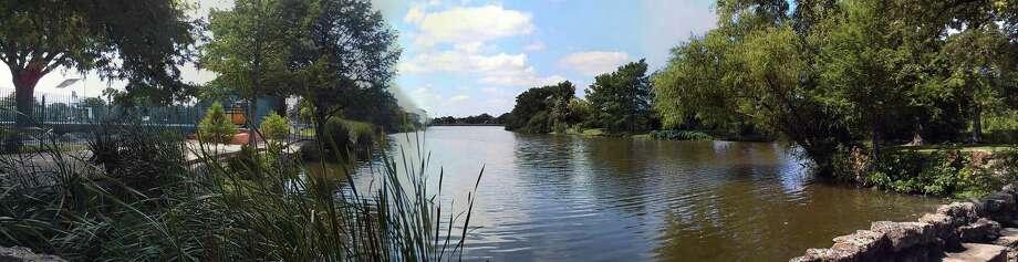 West Side Preservation: Elmendorf Lake Park. Photo: San Antonio Express-News / ©SAN ANTONIO EXPRESS-NEWS