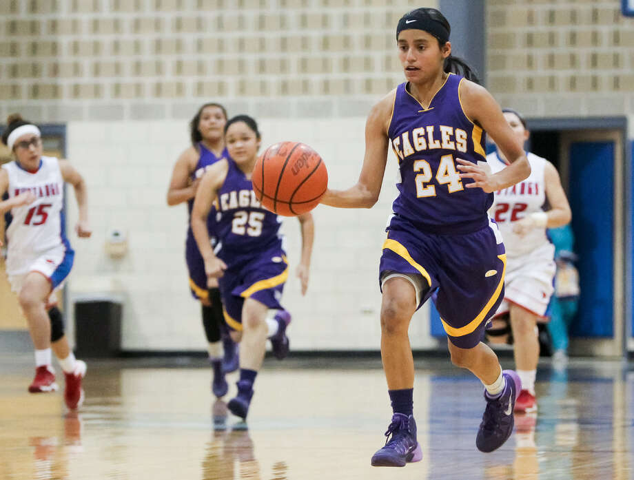 Brackenridge's Miranda Acuna (24) Jan. 28 against Jefferson: She sunk eight of nine free throws Feb. 11. Photo: Marvin Pfeiffer / Southside Reporter / Express-News 2013