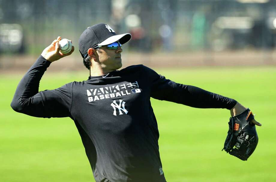 New York Yankees infielder Brian Roberts throws in the outfield during spring training baseball practice, Monday, Feb. 17, 2014, in Tampa, Fla. (AP Photo/Charlie Neibergall) ORG XMIT: FLCN102 Photo: Charlie Neibergall / AP