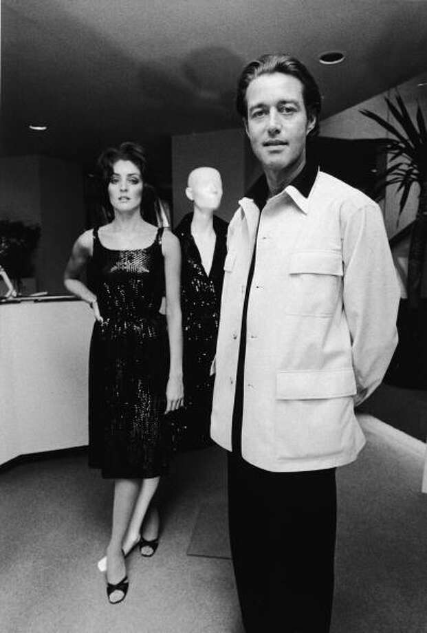 American fashion designer Halston (1932 - 1990) poses with an unidentified model whose legs are entwinned with those of a mannequin, 1968. (Photo by Bernard Gotfryd/Getty Images) Photo: Bernard Gotfryd, Getty Images / 2004 Getty Images