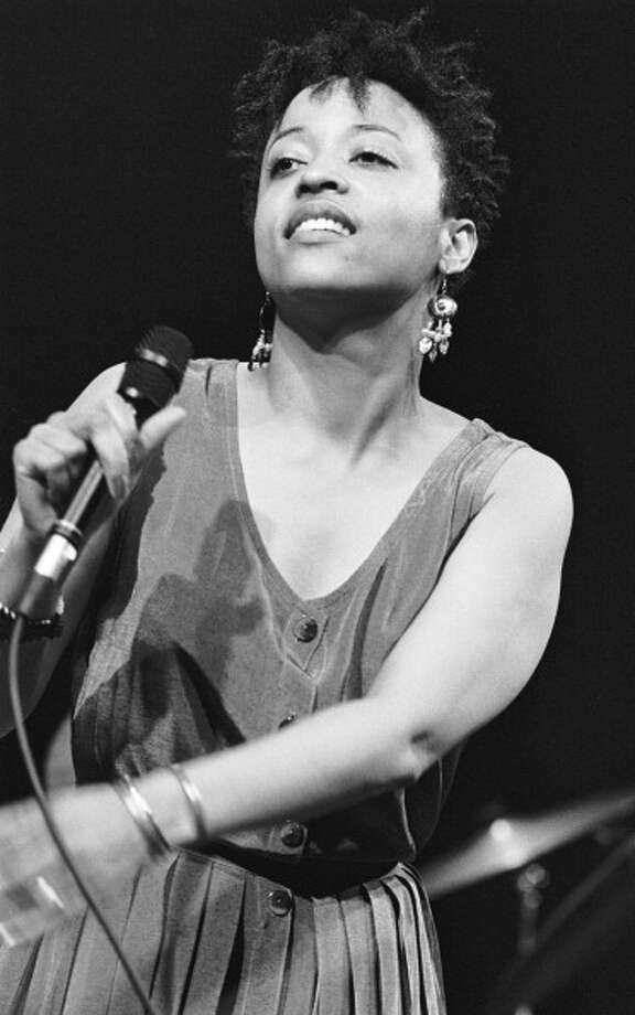 American singer Cassandra Wilson performs at the BIM Huis in Amsterdam, Netherlands on 21st May 1988. (photo by Frans Schellekens/Redferns) Photo: Frans Schellekens, Redferns / 1988 Frans Schellekens