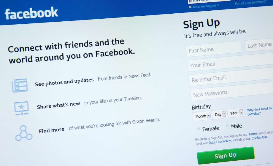 Applicant checked Facebook during the interview Photo: KAREN BLEIER, AFP/Getty Images