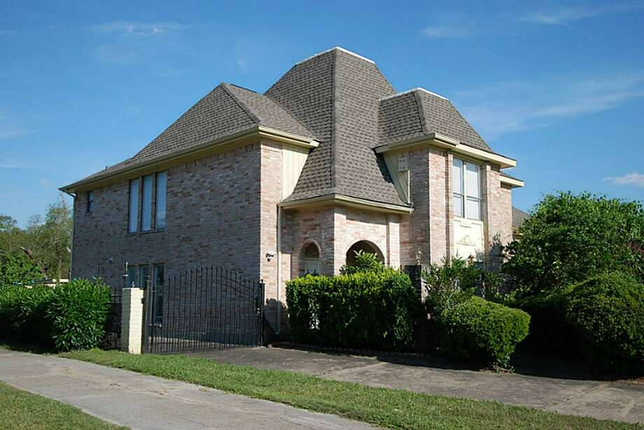 7630 Antoine: This 1978 home has 4 bedrooms, 3.5 bathrooms, 4,127 square feet, and is listed for $180,000.    Home inventory may be down in Houston, but Woodlands-based company LGI Homes has reported a record-breaking year for home sales across the country.