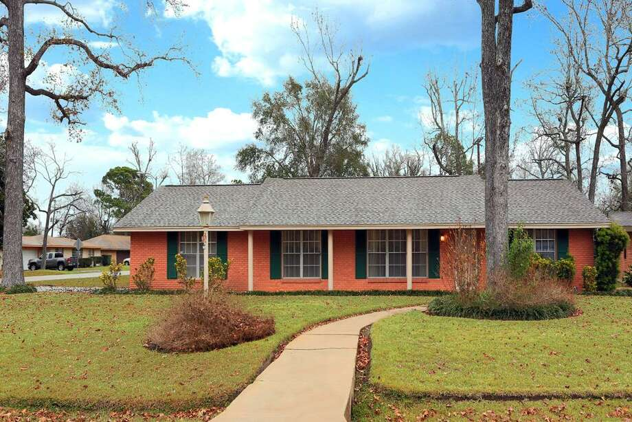 3410 Mona Lee: This 1957 home has 4 bedrooms, 2 bathrooms, 1,452 square feet, and is listed for $179,900.    If the mortgage market is out of reach, Houstonians also have the rent-to-own option that one new company is hoping will help to even the real estate playing field.