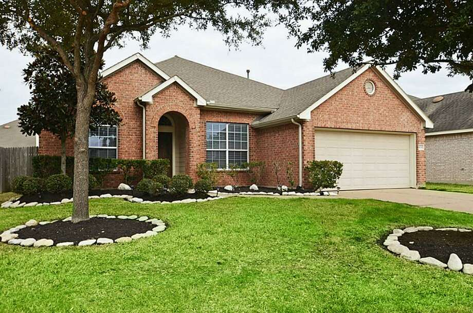 The latest homes sales reportshows that Houston property inventory is dropping while prices are rising, causing the median home price to jump nearly 18 percent to $177,000. Take a look at the adorable abodes you can score inside the Beltway at that price range. Photo: Houston Association Of Realtors
