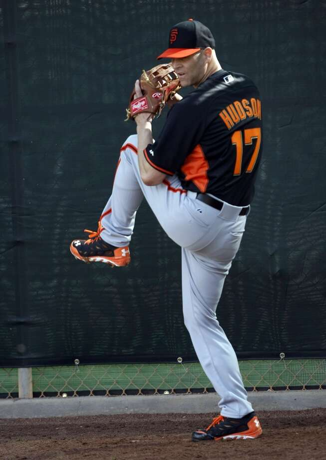 Giants pitcher Tim Hudson throws in the bullpen camp at Scottsdale Stadium. Photo: Rick Scuteri/USA Today Sports, Reuters