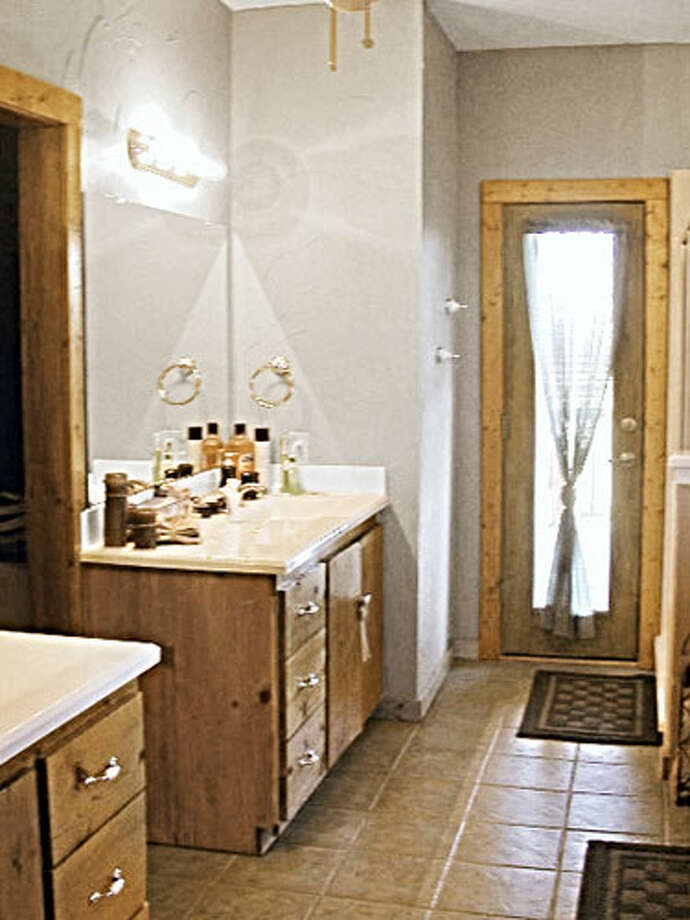 Before: Builder BasicThis tract home's master bath looked the same as it did when it was built in 1998.  Read: Inside an 1830s farmhouse in the Catskills