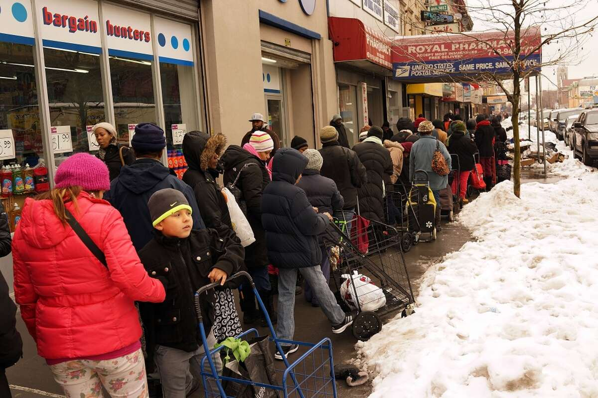 Fewer people are waiting in food lines these days. (Photo by Spencer Platt/Getty Images)