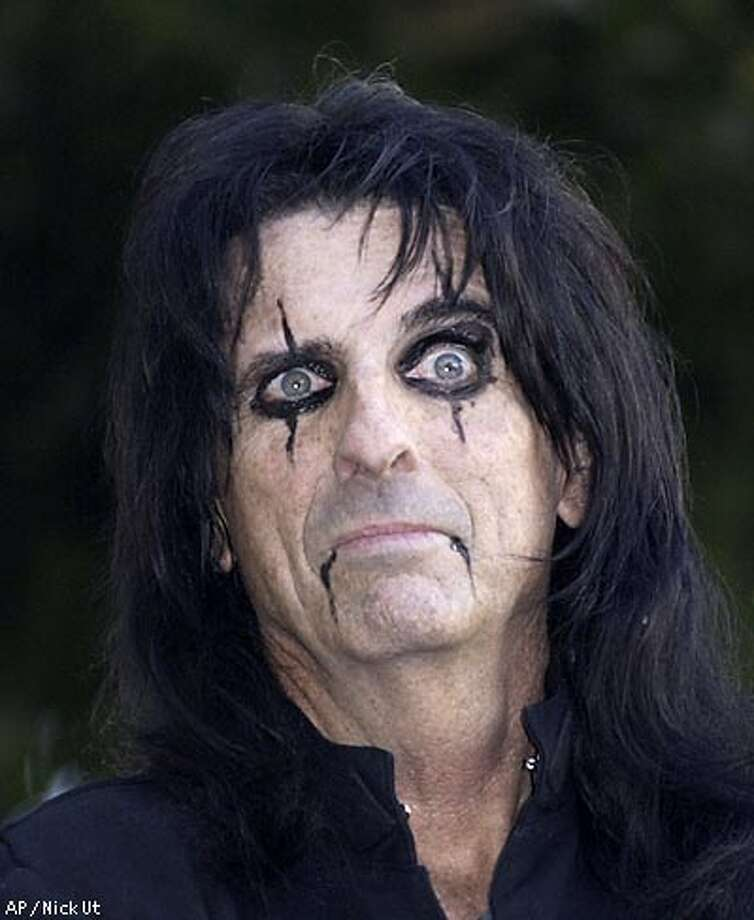 "Rocker Alice Cooper poses for a photo after being honored with a star on the Hollywood Walk of Fame, Tuesday, Dec. 2, 2003, in Los Angeles. Cooper and his band bought a Greenwich, Connecticut mansion in the 1970s in order to have a large space near New York City to rehearse and ""irritate every monther in America"" by living in the famously ""blue-blooded"" enclave. (AP photo / Nic Ut)"