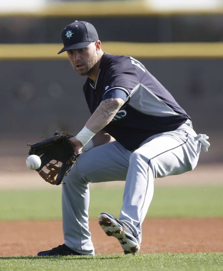 Seattle Mariners second baseman Nick Franklin (6) takes grounders during spring training baseball practice, Tuesday, Feb. 18, 2014, in Peoria, Ariz. (AP Photo/Rick Scuteri) Photo: ASSOCIATED PRESS