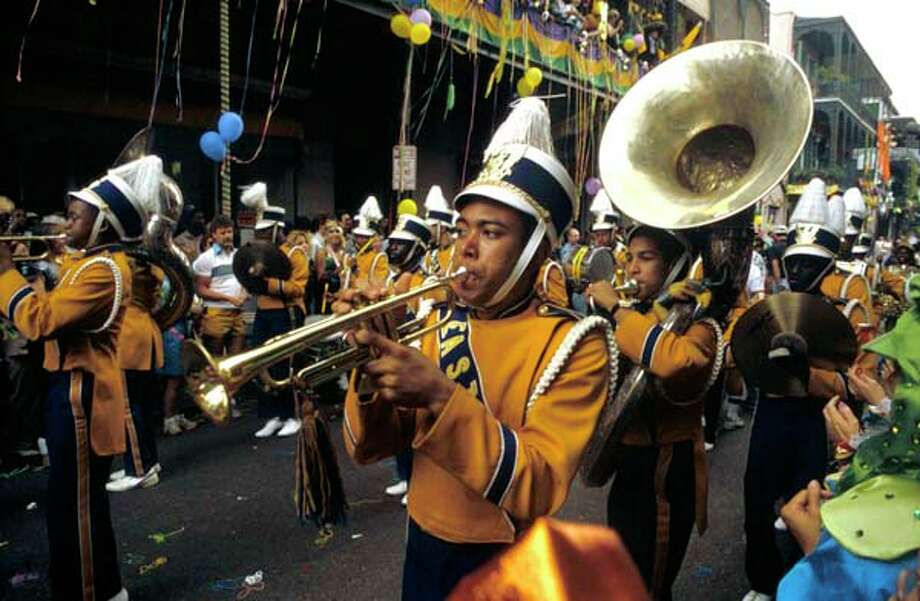 A marching band plays music during the Mardi Gras festivities in New Orleans, Louisiana circa 1970. Photo: David Redfern, Redferns / Redferns