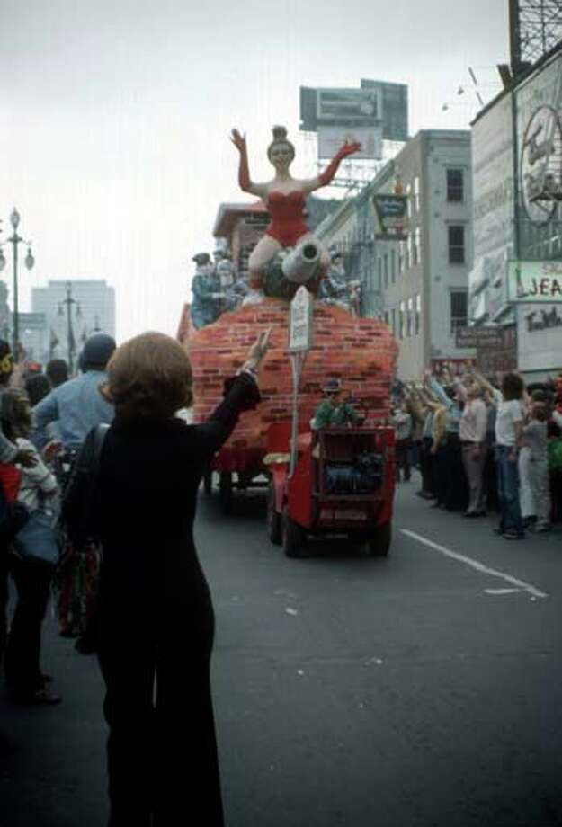 Onlookers wave as a float passes them during the Mardi Gras parade in New Orleans, Louisiana in February 1973. Photo: Tim Boxer, Getty Images / Archive Photos