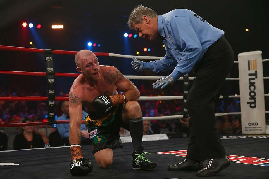 How many fingers am I holding up? The ref gives Garth Wood the count after he fell in his fight against Daniel Geale during the IBF Middleweight Pan Pacific title bout in Sydney. Photo: Mark Kolbe, Getty Images