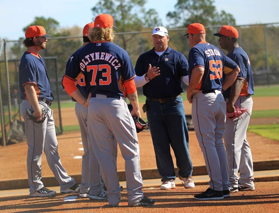 Roger Clemens chats with a group of pitchers and coaches during pitcher and catcher workouts on Wednesday. Photo: Karen Warren, Houston Chronicle