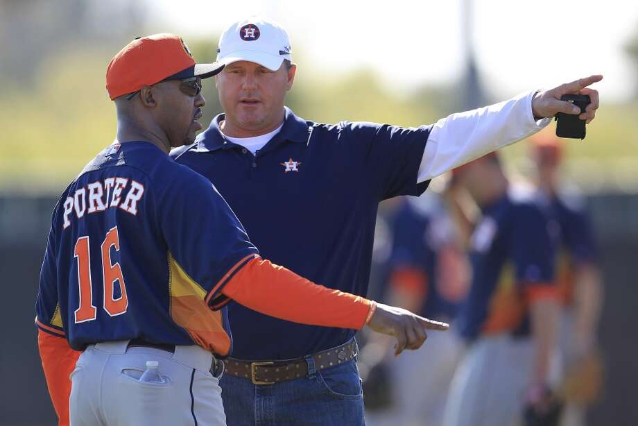 Astros manager Bo Porter talks with Roger Clemens during pitcher and catcher workouts. Photo: Karen Warren, Houston Chronicle