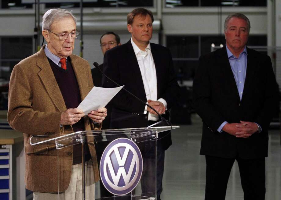 Retired circuit Judge Sam Payne (from left) announces the vote as Frank Fischer, chairman and CEO of the Volkswagen Group of America, and Gary Casteel, UAW Region 8 director, look on. Photo: Dan Henry / Associated Press / Chattanooga Times Free Press