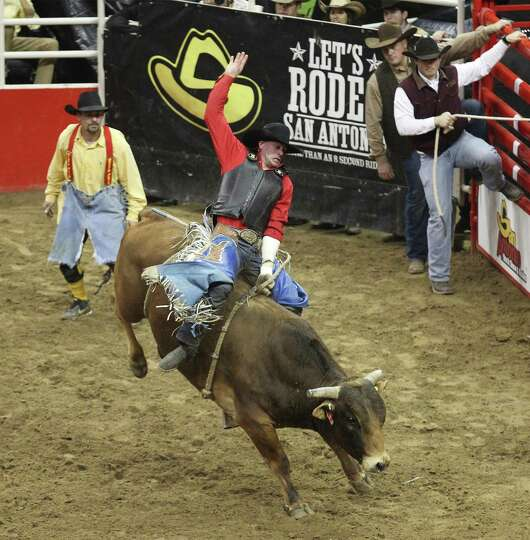 Bullrider Corey Maier holds onto Showboat to score an 86 for his ride at the 2014 San Antonio Stocks