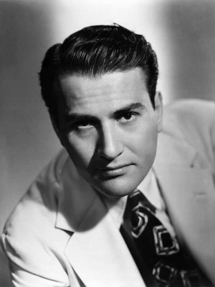 1940: Jazz clarinetist and bandleader Artie Shaw poses for a portrait circa 1940 in New York City, New York. (Photo by Michael Ochs Archives/Getty Images) Photo: Michael Ochs Archives, Getty Images / Michael Ochs Archives