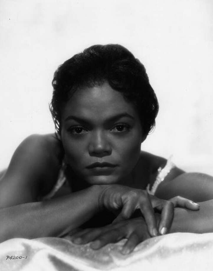 Eartha Kitt poses for a studio portrait in 1957. Photo: Gilles Petard, Redferns / 1957 Gilles Petard