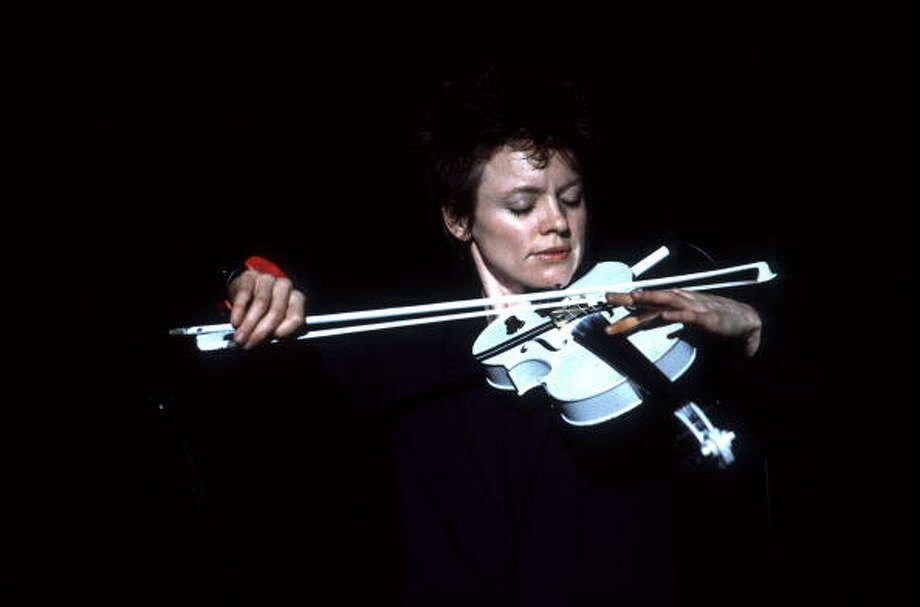 Laurie Anderson in concert on 5/17/84 in Chicago, Il. Photo: Paul Natkin, WireImage / Paul Natkin/Image Direct