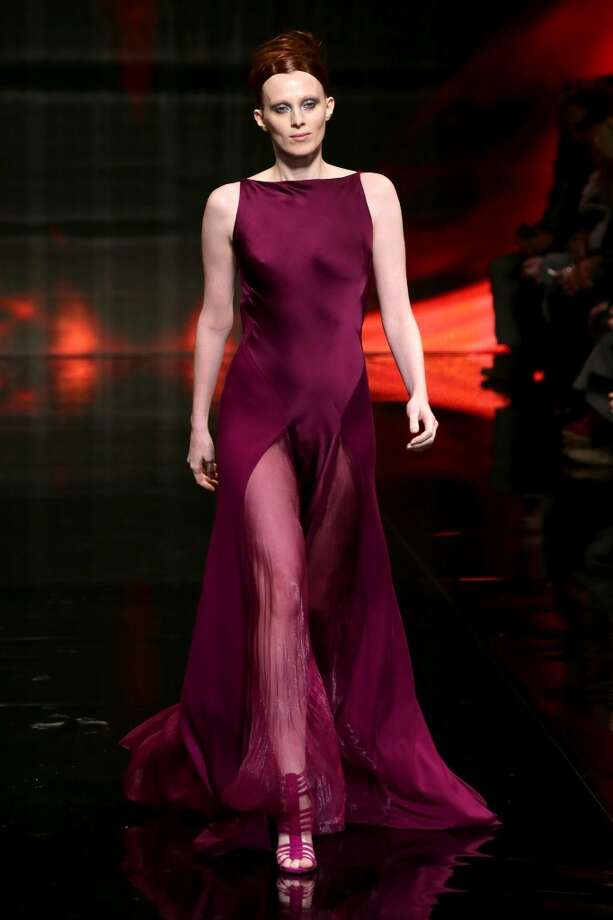 Model Karen Elson walks the runway at the Donna Karan New York 30th Anniversary fashion show. Photo: Neilson Barnard, Getty Images For Mercedes-Benz Fashion Week