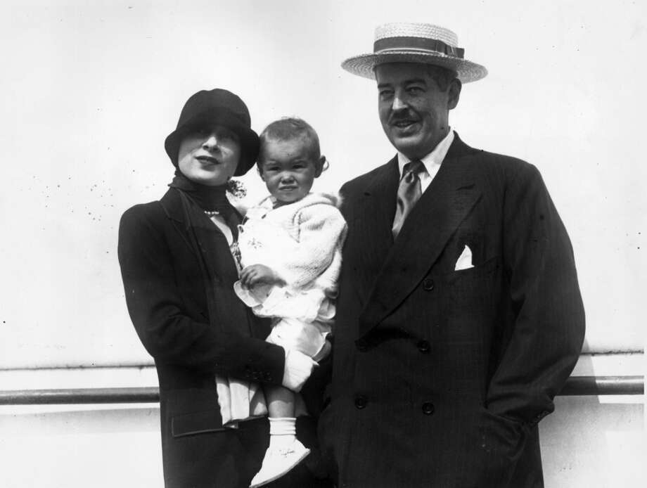 Mr. and Mrs. Reginald C. Vanderbilt standing outdoors, posing with their baby daughter, Gloria Vanderbilt (1925). Gloria Vanderbuilt was born on February  20, 1924 in New York. Photo: Hulton Archive, Getty Images