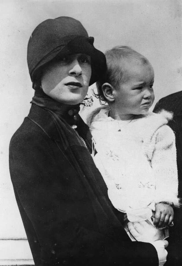 Gloria Morgan Vanderbilt (widow of Reginald Vanderbilt) with her daughter Gloria Laura in 1926. Photo: Imagno, Getty Images