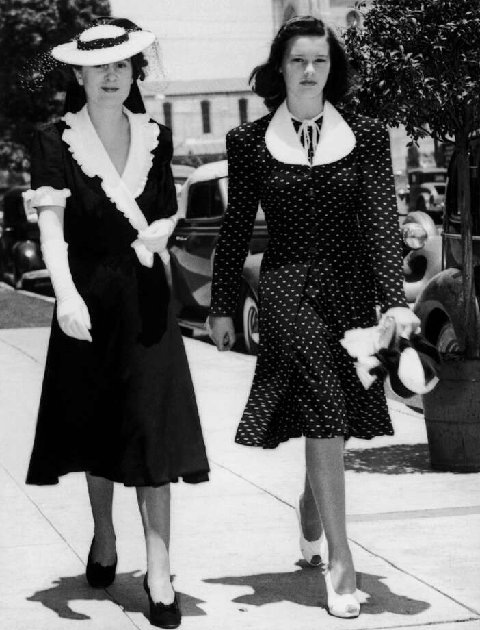 Gloria Vanderbilt (Right) and her mother Gloria Morgan-Vanderbilt In Los Angeles On December 6, 1939. Photo: Keystone-France, Gamma-Keystone Via Getty Images
