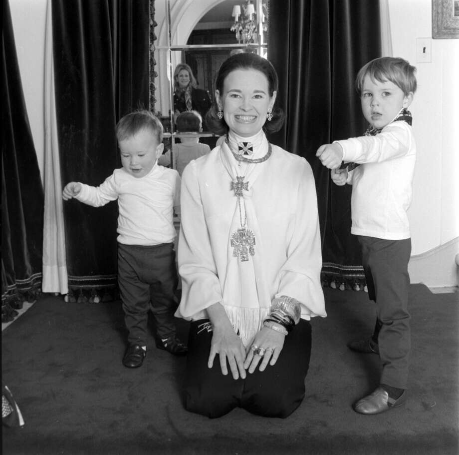 Socialite and heiress Gloria Vanderbilt poses for a portrait session with her sons Anderson Cooper and Carter Vanderbilt Cooper (right) in their home in Southampton, Long Island, New York (circa 1969). Photo: Jack Robinson, Getty Images