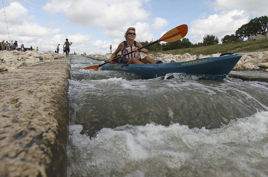 SAWS points out that reclaimed water meets many needs, including recreation on the San Antonio River. The Guadalupe-Blanco River Authority protests SAWS' lack of new water sources. / ©2013 San Antonio Express-News