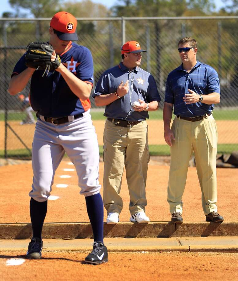 Mark Appel throws off the mound as Roger Clemens and Doug Brocail observe him during the first full-squad workout. Photo: Karen Warren, Houston Chronicle