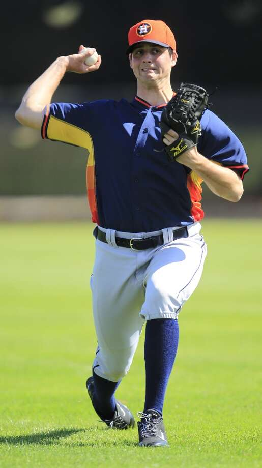 Mark Appel throws during the first full-squad workout. Photo: Karen Warren, Houston Chronicle